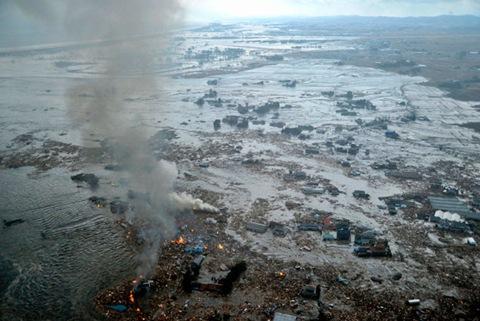 Цунами и землетрясение в японии фото
