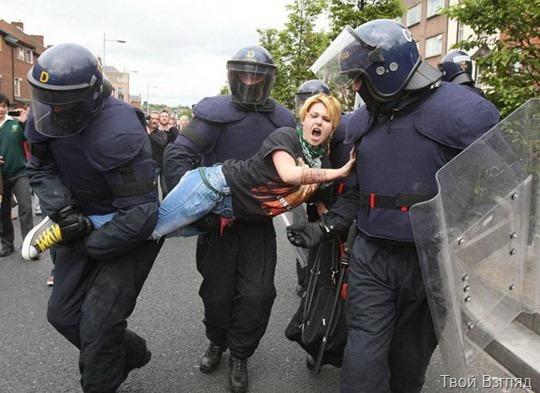 Девушки в акциях протеста