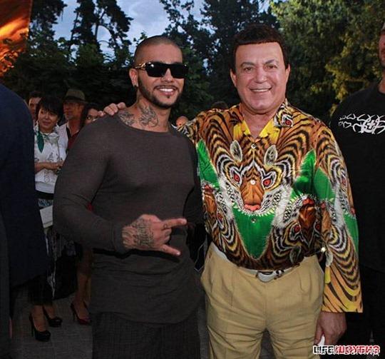 Иосиф Кобзон не зря так долго выбирал рубашку - даже black star Тимати чувствовал себя на втором плане рядом с ним