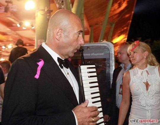 Игорь Крутой лично сыграл гостям