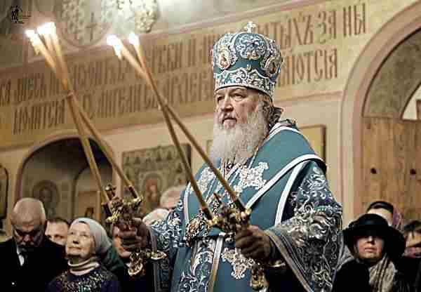 Патриарх Кирилл хочет квартиру соседа