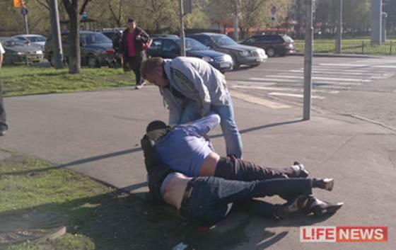 Водитель джипа полиции нанес побои юноше в Москве