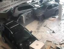 Клиент разгромил автосалон