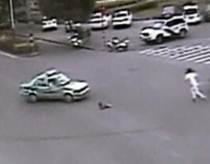 Ребенок выпал из машины