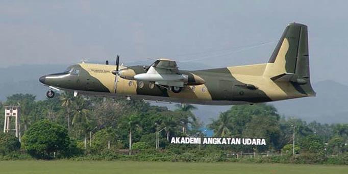 Самолет Fokker F-27 индонезийских ВВС упал на жилой комплекс