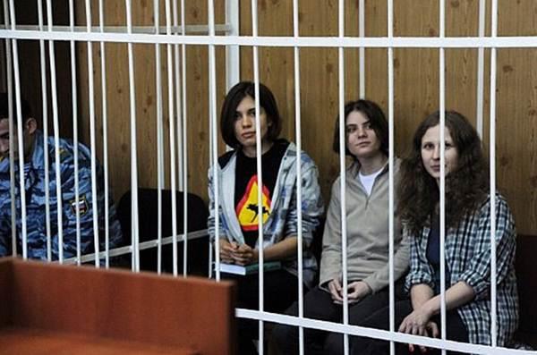Надежда Толоконникова, Екатерина Самуцевич, Мария Алехина