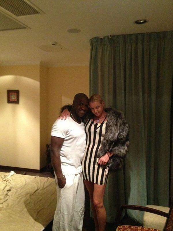 Волочкова с массажистом Кевином у смятой постели