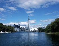 Канадская девочка переплыла озеро Онтарио